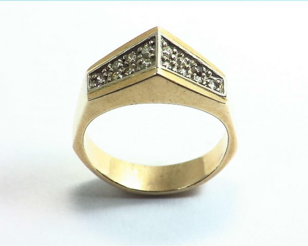 Diamond's Engagement Ring set in a nice 14 kt Yellow Gold Simple Design 7