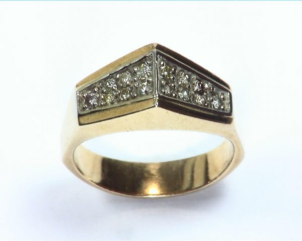 Diamond's Engagement Ring set in a nice 14 kt Yellow Gold Simple Design 5