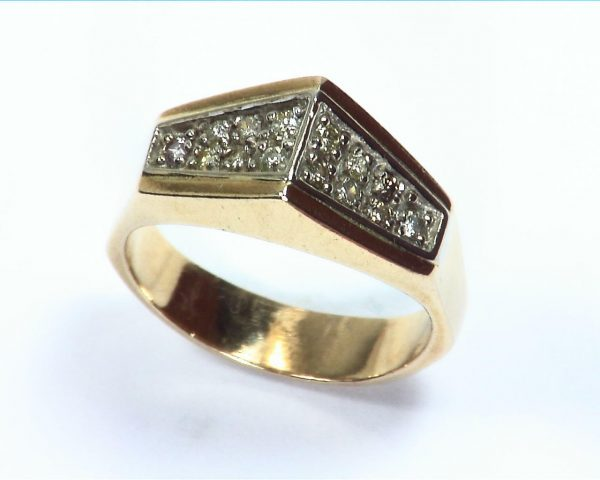 Diamond's Engagement Ring set in a nice 14 kt Yellow Gold Simple Design 4