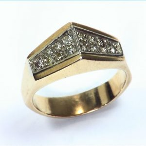 Diamond's Engagement Ring set in a nice 14 kt Yellow Gold Simple Design