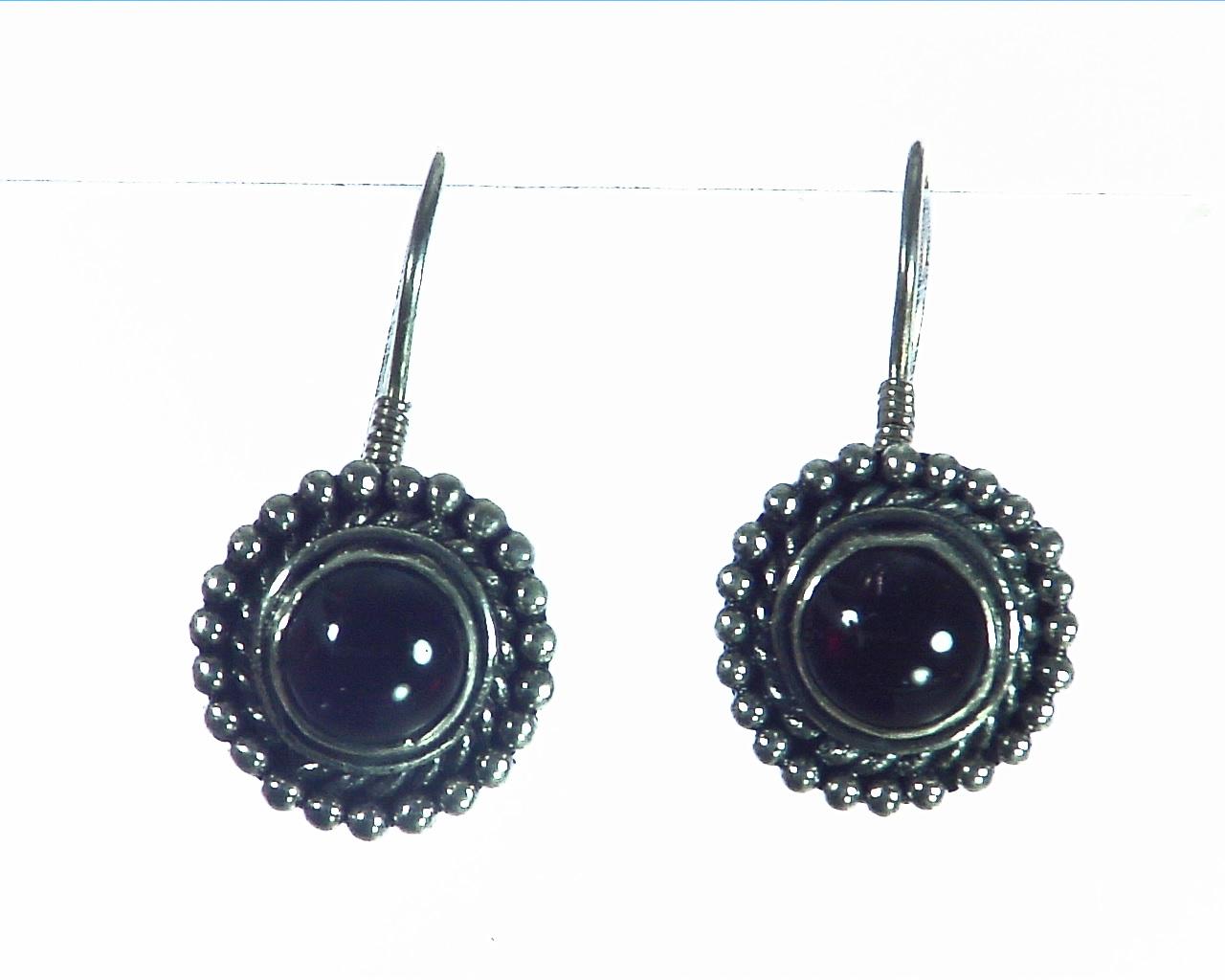 Garnet Cabasson Set in Sterling Silver Earring, 795 4