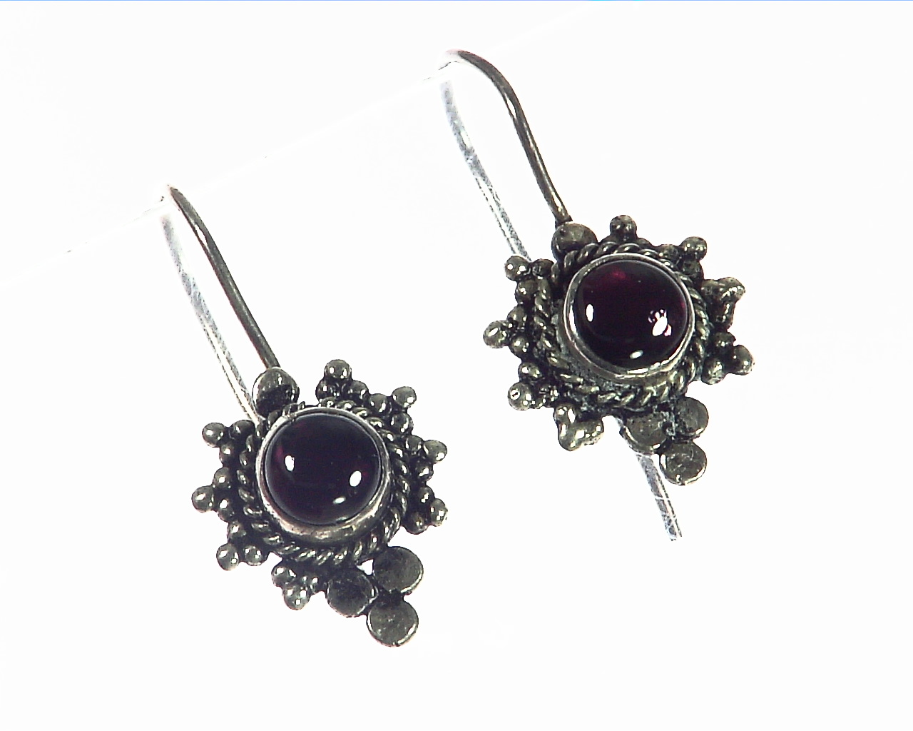 Garnet Cabasson Set in Sterling Silver Earring, 803