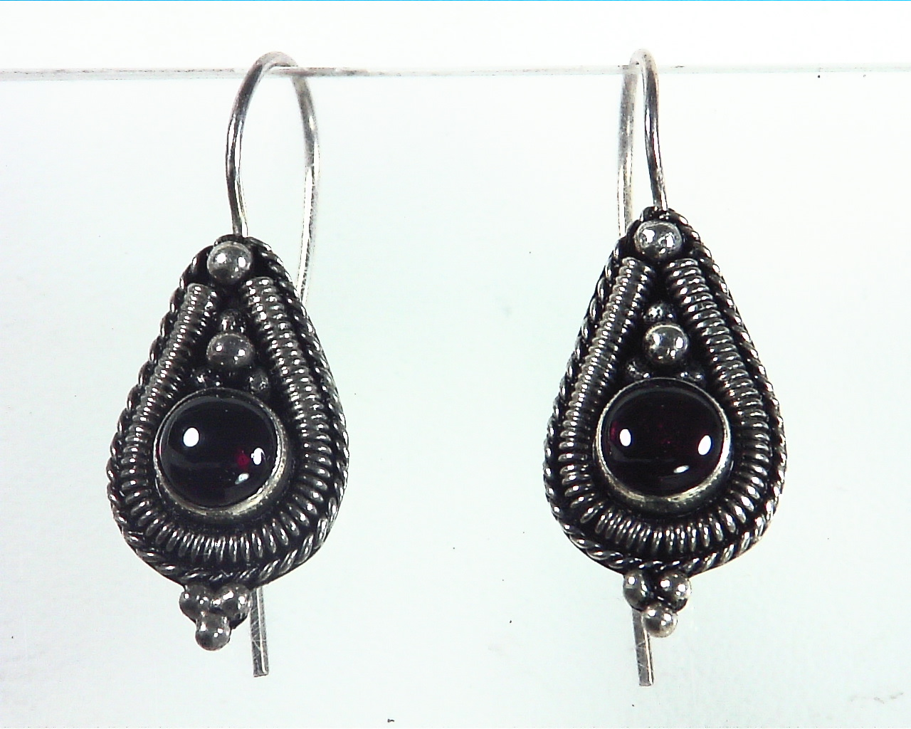 Garnet Cabasson Set in Sterling Silver Earring, 848