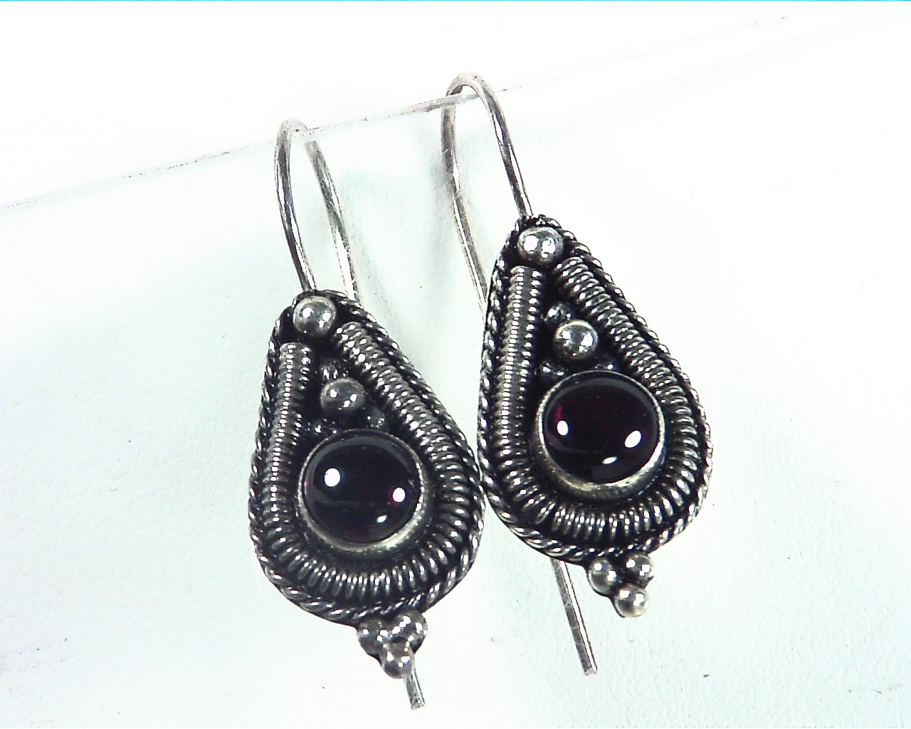 Garnet Cabasson Set in Sterling Silver Earring, 848 3