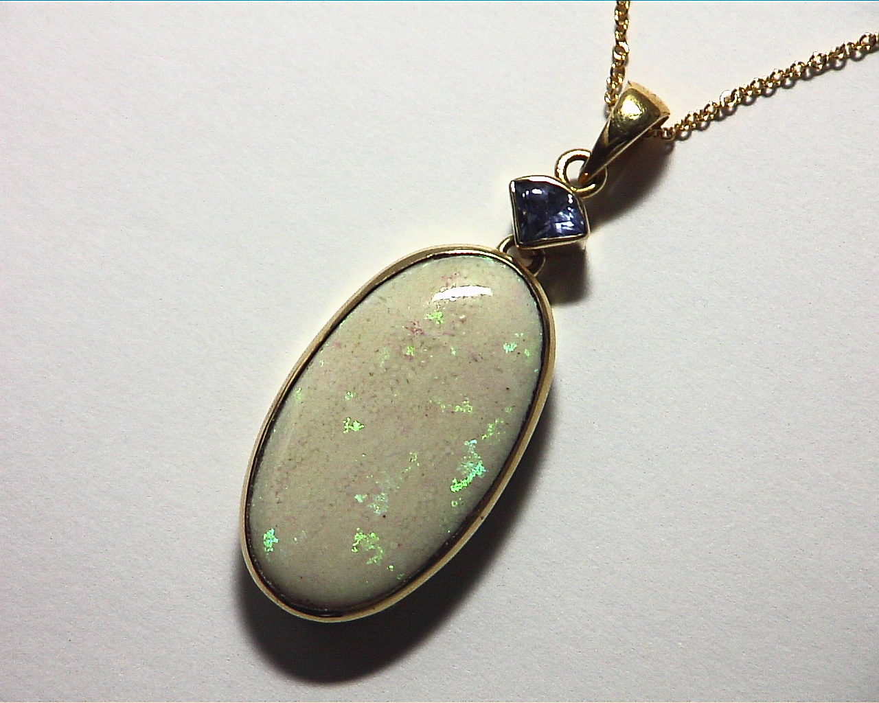 Opal Australian set in 14 kt Yellow Gold Pendent NFG,974