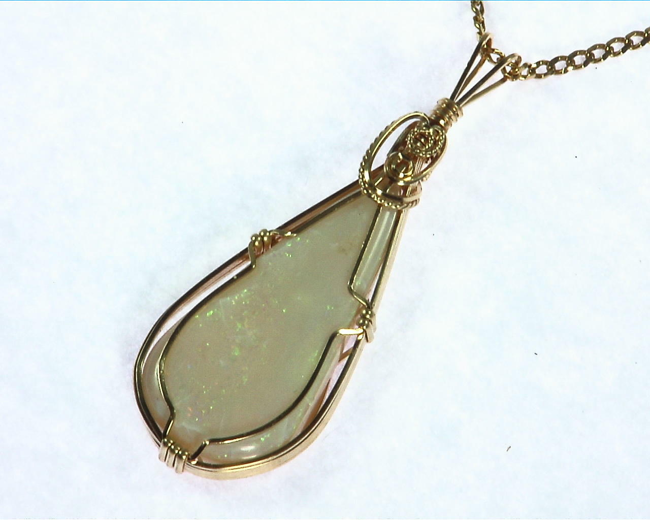 Opal (Australian) Yellow Gold Pendent 3