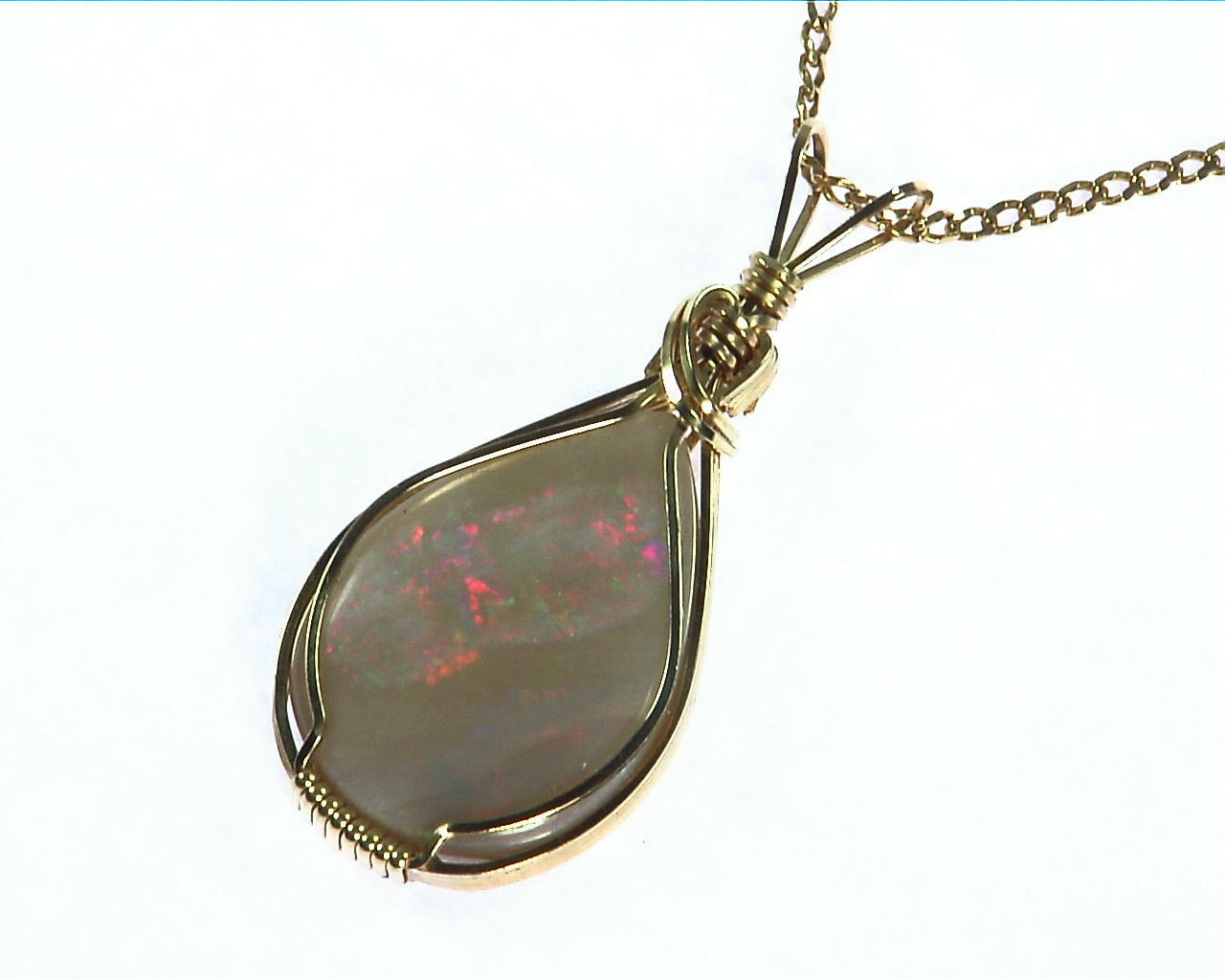 Opal Australian set in 14 kt Yellow Gold Pendent NFG,963 3
