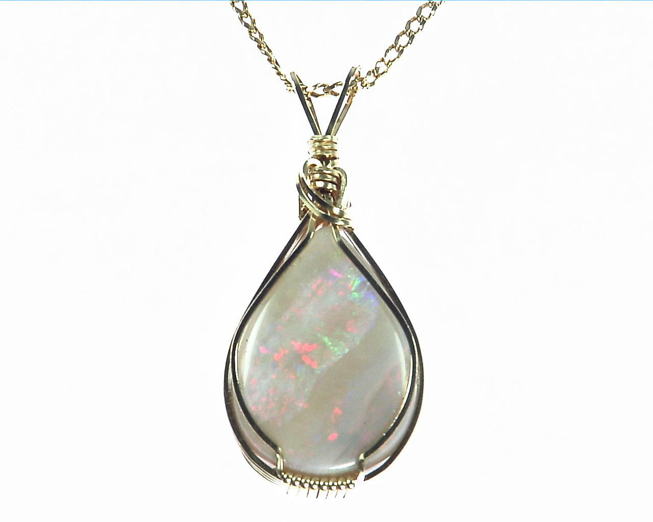 Opal Australian set in 14 kt Yellow Gold Pendent NFG,963 1