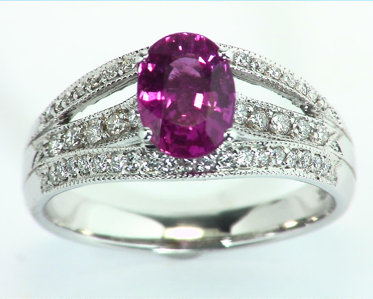 Pink Sapphire 18 kt Gold Engagement Ring in a unique DesignRFK,305