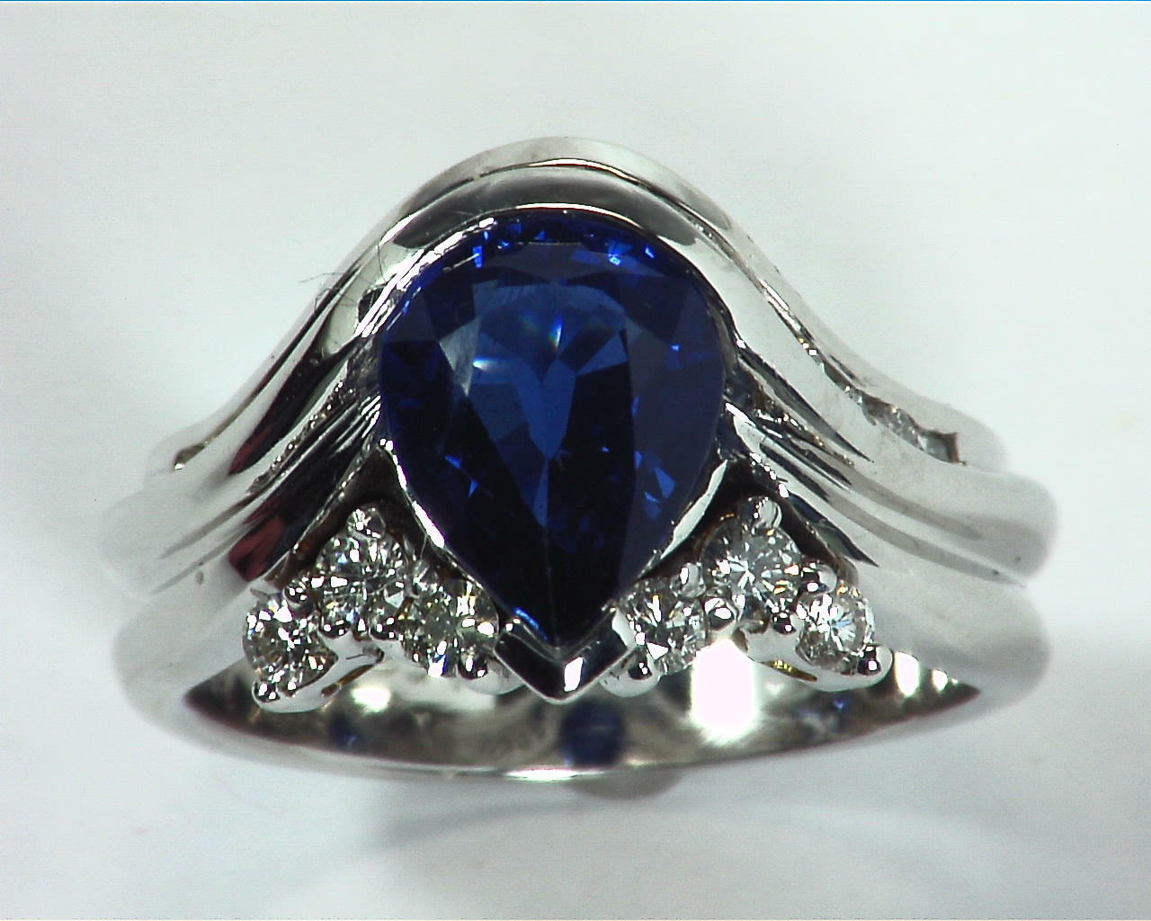Blue Ceylon Sapphires Engagement Ring 18kt Lady,s Ring RFK,307