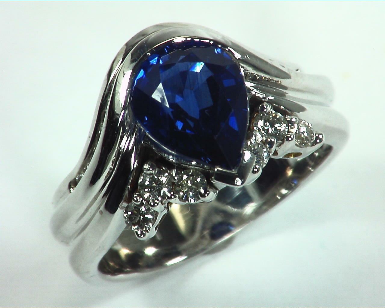 Blue Ceylon Sapphires Engagement Ring 18kt Lady,s Ring RFK,307