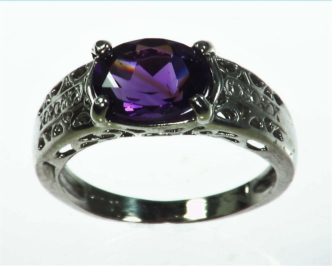 Amethyst Genuine Gemstone set in sterling silver Lady,s ring RSS1071
