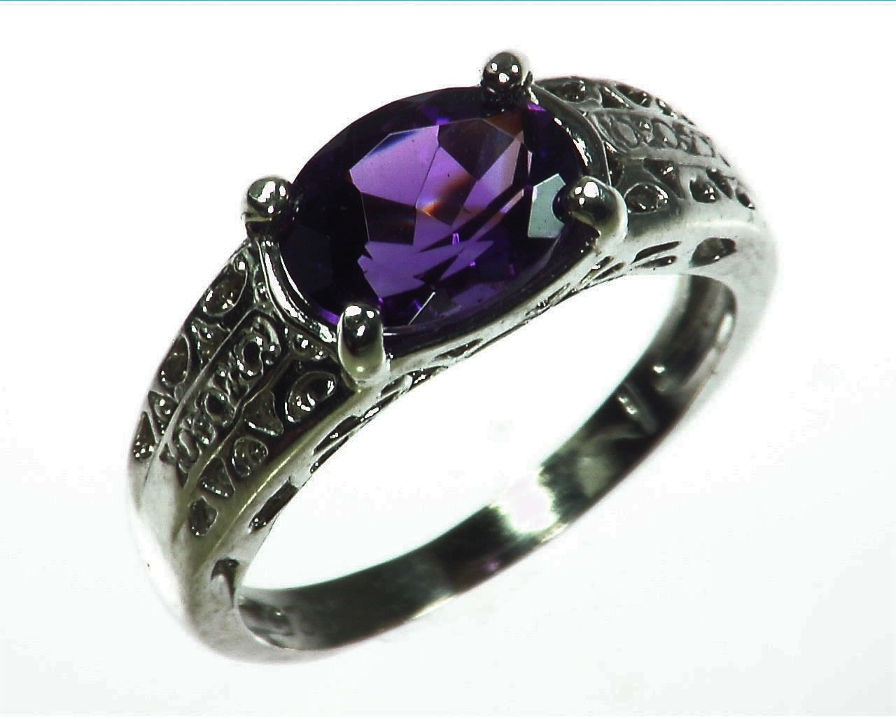 Amethyst Genuine Gemstone set in sterling silver Lady,s ring RSS1071