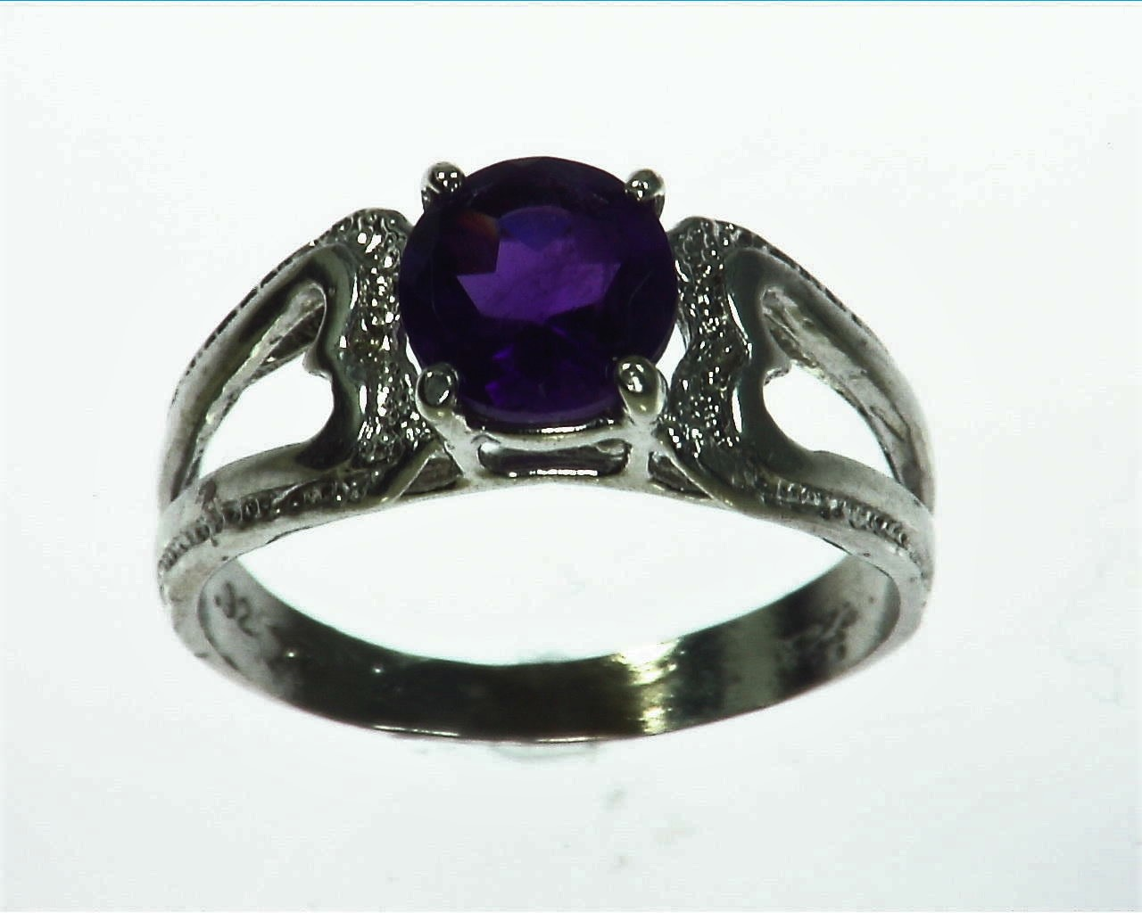 Amethyst Genuine Gemstone set in sterling silver Lady,s ring RSS1072