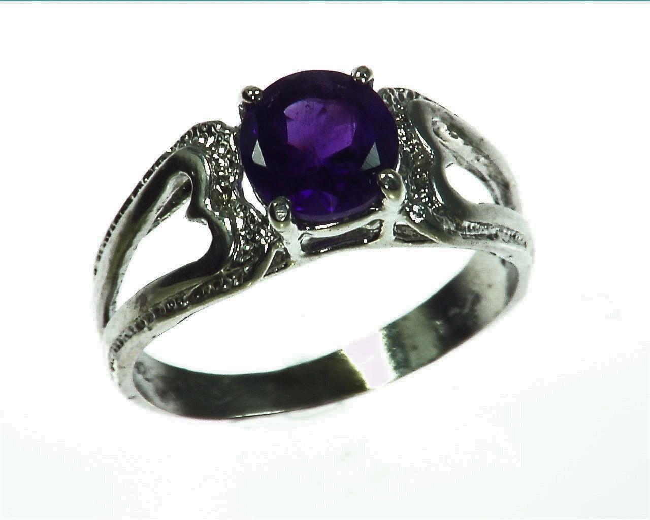 Amethyst Genuine Gemstone set in sterling silver Lady,s ring RSS1072