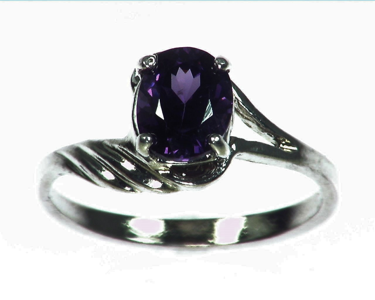 Amethyst Genuine Gemstone set in sterling silver Lady,s ring RSS1073